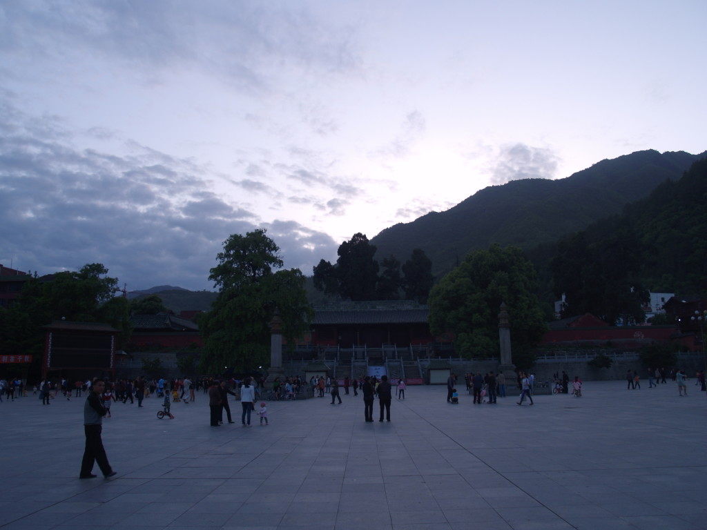 Монастырь и городская площадь